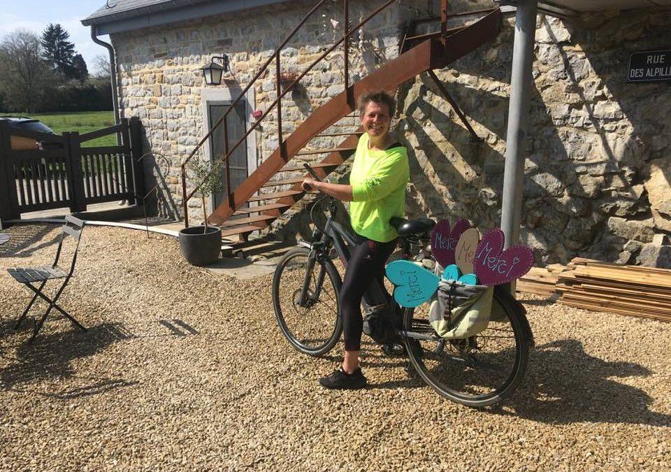 Coronavirus : Les coeurs de Sophie Cassart envahissent les vitrines de nos commerçants